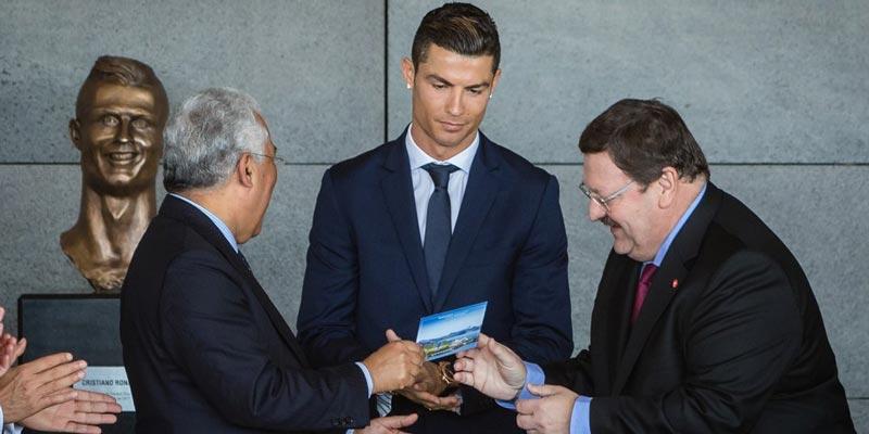 Cristiano Ronaldo на открытии памятника в честь себя