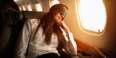 спать возле окна в самолете