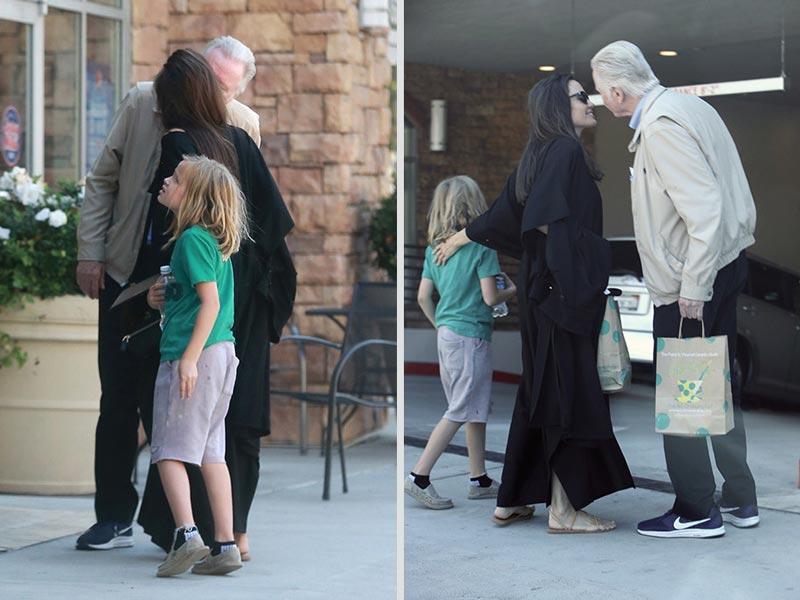 Джоли с отцом Войтом и дочерью на прогулке