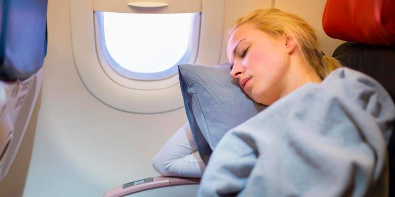 Почему не стоит спать во время набора высоты и посадки самолёта