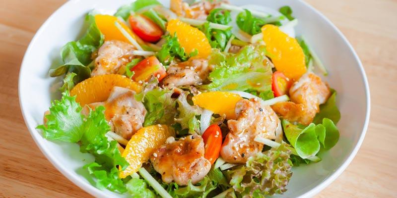 Салат с курицей, помидорками черри и мандаринами