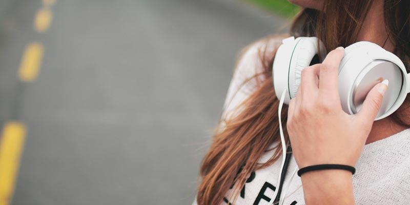 Ходите под энергичную музыку
