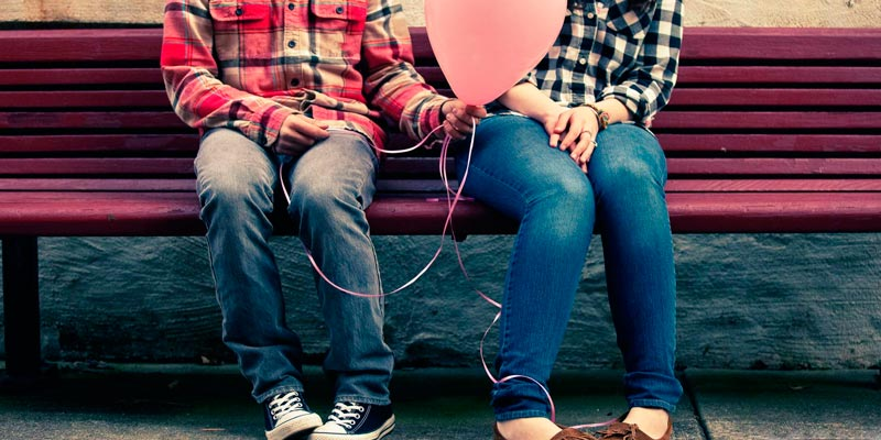 Как понять, что ты нравишься парню: основные признаки симпатии