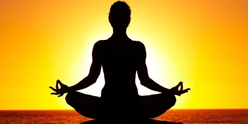 Йога для начинающих: 6 основных асан (поз) для домашних занятий