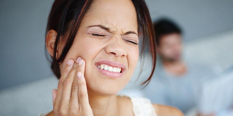 Почему мы скрипим зубами и как перестать
