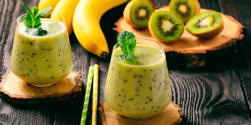 Рецепт домашнего коктейля для похудения со шпинатом, киви и бананом