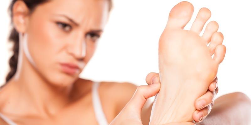 Что делать, если сильно потеют и воняют ноги