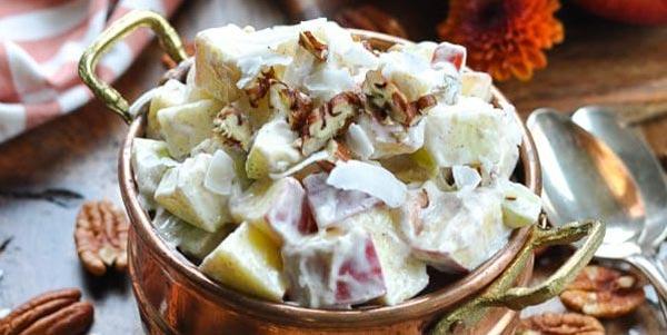 Фруктовый салат из яблок с йогуртом