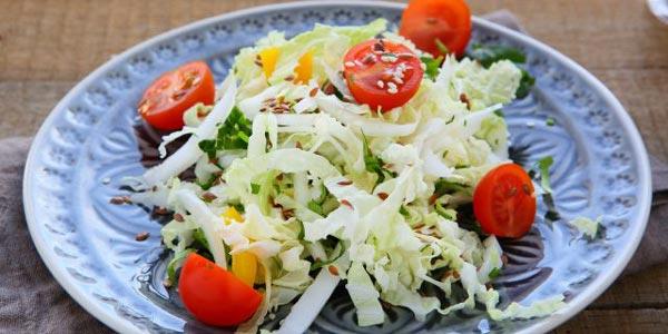 Рецепт салата из морской и пекинской капусты с помидорами черри и огурцами