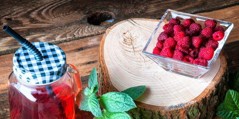 Рецепт малинового компота с мятой