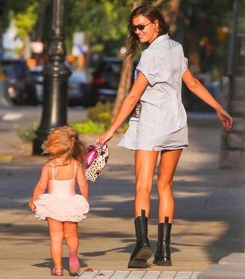 Ирина Шейк с дочкой