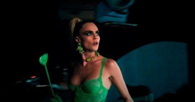 Кара Делевинь щеголяет в наряде из коллекции Рианны