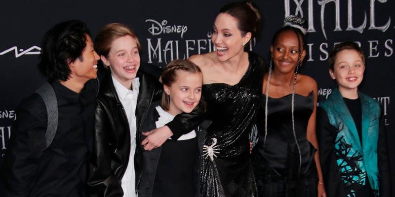 Джоли с детьми на премьере Малефисенты